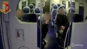 Tre giovani rapinatori in azione sul treno Napoli-Caserta
