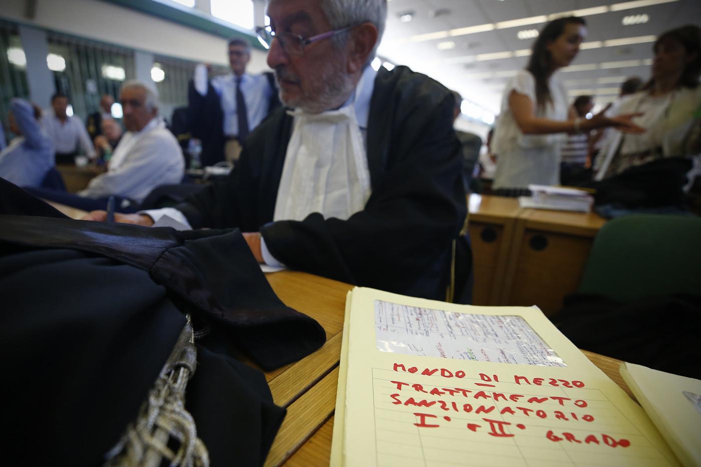 """Mondo di mezzo, la sentenza: 18 anni a Buzzi e 14 a Carminati. Per i giudici: """"Ci fu associazione mafiosa"""""""