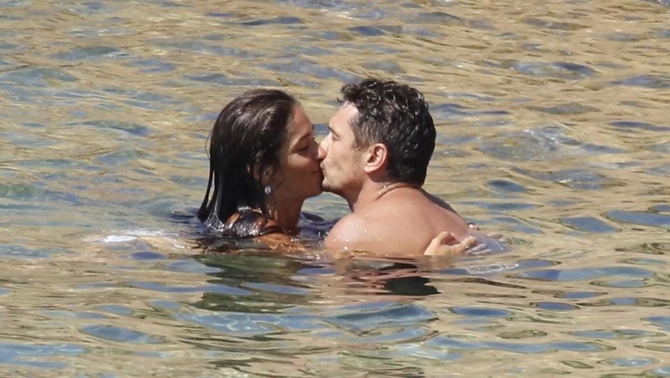 Risultati immagini per James Franco, le vacanze 'al bacio' con Isabel Pakzad FOTO