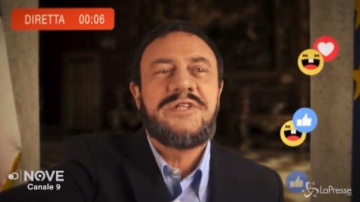 """Crozza-Salvini: """"Italiani! Da oggi la domanda è una sola: hai Twitter?!"""""""