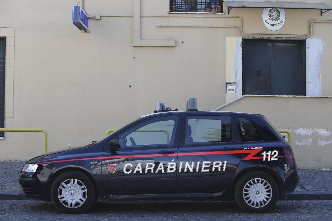 Napoli, foto intime da minori e ricatti: arrestato pedofilo 21enne
