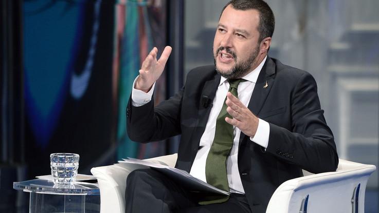 """Salvini: """"Barchini con migranti nelle acque di Malta. Questi non sbarcheranno"""""""