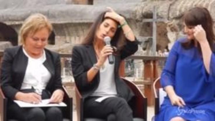 """Virginia Raggi: """"A Roma le persone si accolgono e si aiutano"""""""