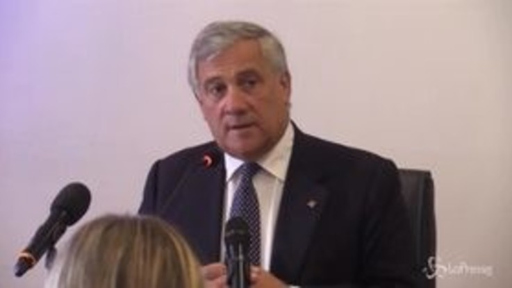 """Ue, Tajani: """"Berlusconi dovrebbe candidarsi alle europee. Magari al Sud"""""""