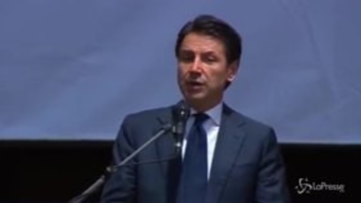 """Conte: """"Questo governo ha Genova nel cuore, tornerò per inaugurare il ponte"""""""
