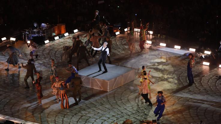 Musica, ballerini e acrobati: Claudio Baglioni incanta l'Arena di Verona