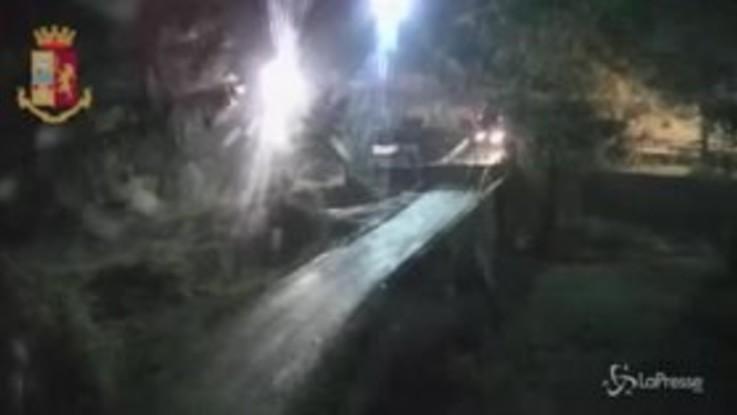 Bombe carta e fuochi d'artificio: guerriglia No Tav a Chiomonte