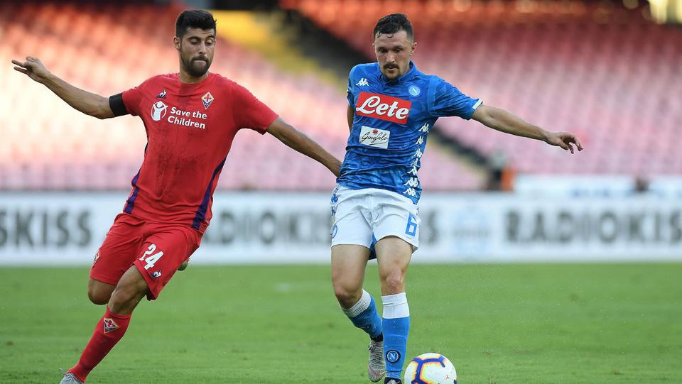 Mario Rui (Napoli) contrastato da Benassi (Fiorentina) ©