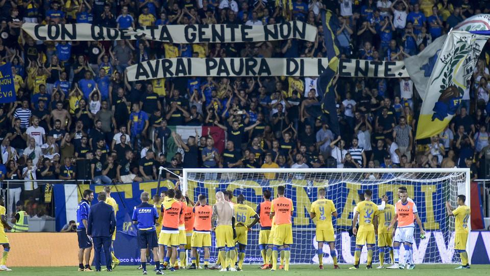 I giocatori del Frosinone salutano i tifosi a fine ©