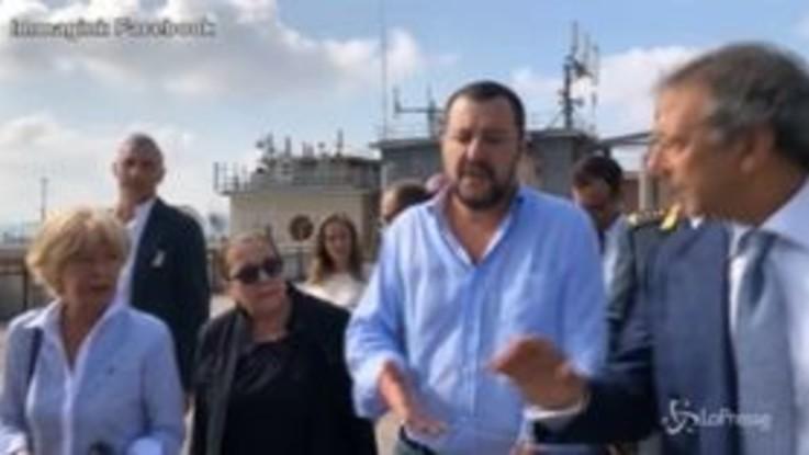 """Migranti, Salvini all'Hotel House di Porto Recanati: """"Servono le ruspe, va abbattuto"""""""