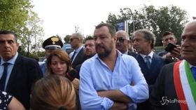 """Salvini all'Hotel house, lo sfogo dei cittadini: """"Mi hanno aggredito"""""""