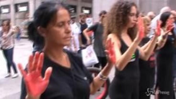 Milano, protesta animalista shock in vista della Settimana della Moda