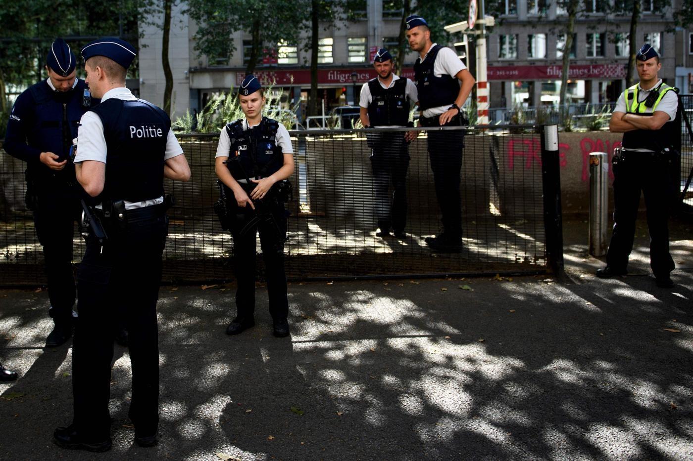 Bruxelles, accoltellato poliziotto: ferito l'assalitore