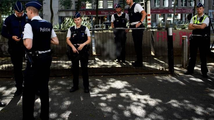 bruxelles accoltellato poliziotto