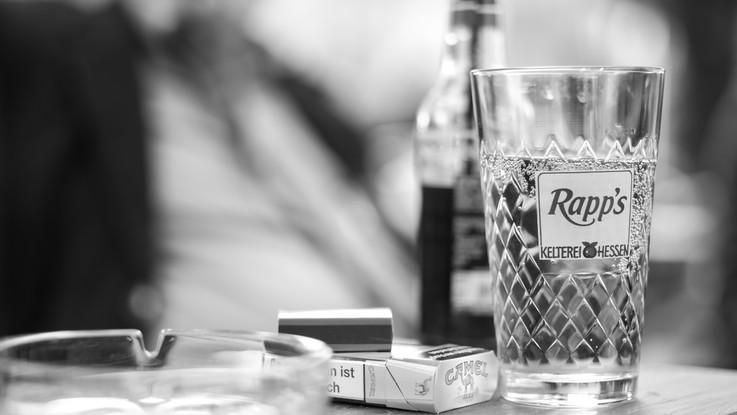 Fumo e alcol i peggiori nemici degli uomini. E vanno troppo poco dal medico