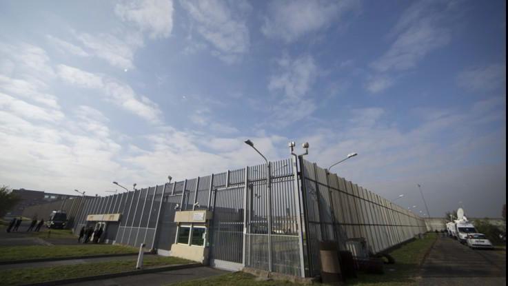 Rebibbia, detenuta lancia i figli dalle scale del carcere: uno muore, l'altro grave
