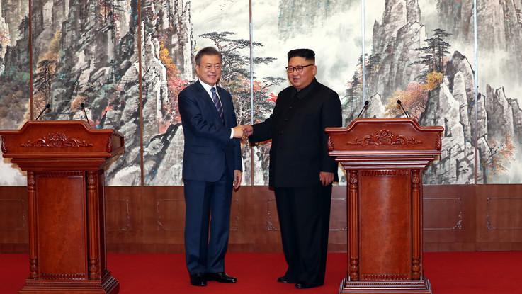 """Coree, Kim chiuderà sito missilistico e promette: """"Visiterò Seul"""""""
