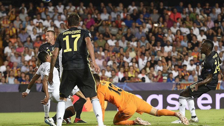 Pjanic da rigore porta in vantaggio la Vecchia Signora! Valencia-Juventus 0-1 | Live