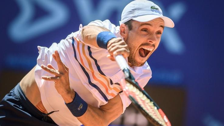 Tennis, a San Pietroburgo fuori Fognini, va avanti Berrettini