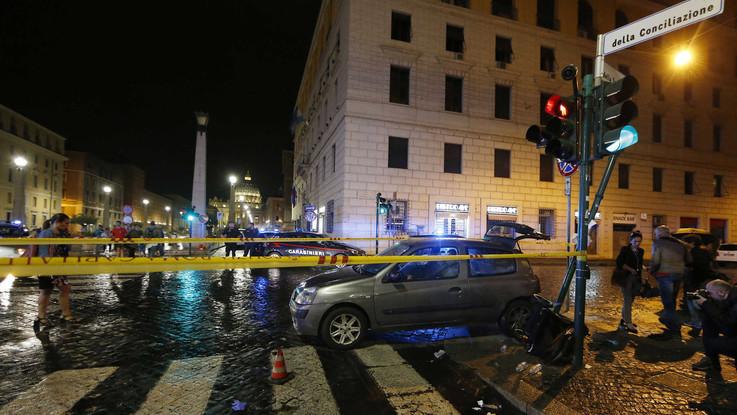 Roma, auto su pedoni a San Pietro: tra i feriti anche 3 bambini