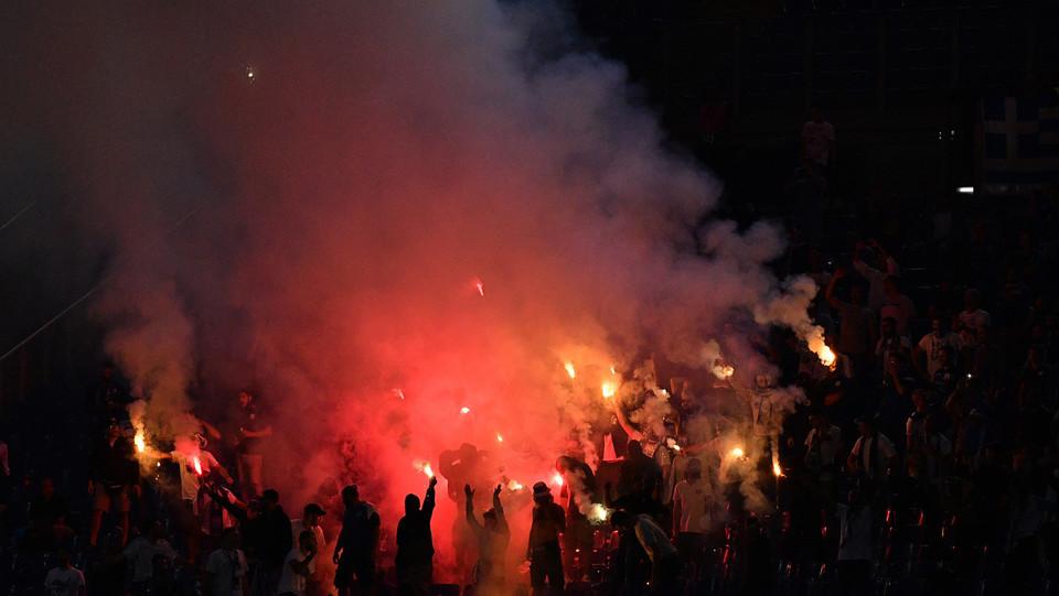I tifosi ciprioti esultano dopo l'Apollon ha accorciato le distanze ©
