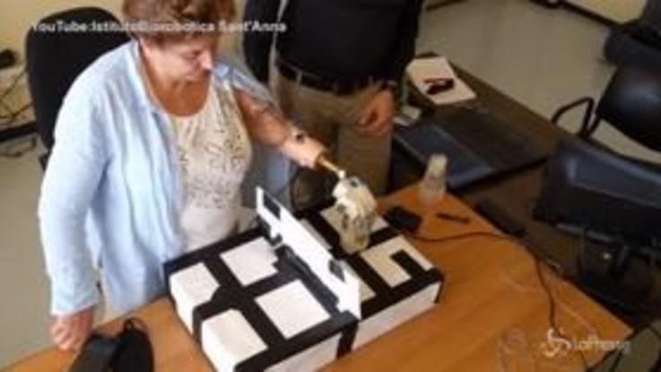 Impiantata a una italiana la prima mano bionica con il tatto