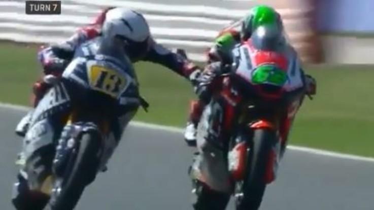 Moto2, tirò il freno dell'avversario durante la gara: ritirata la licenza a Fenati per il 2018