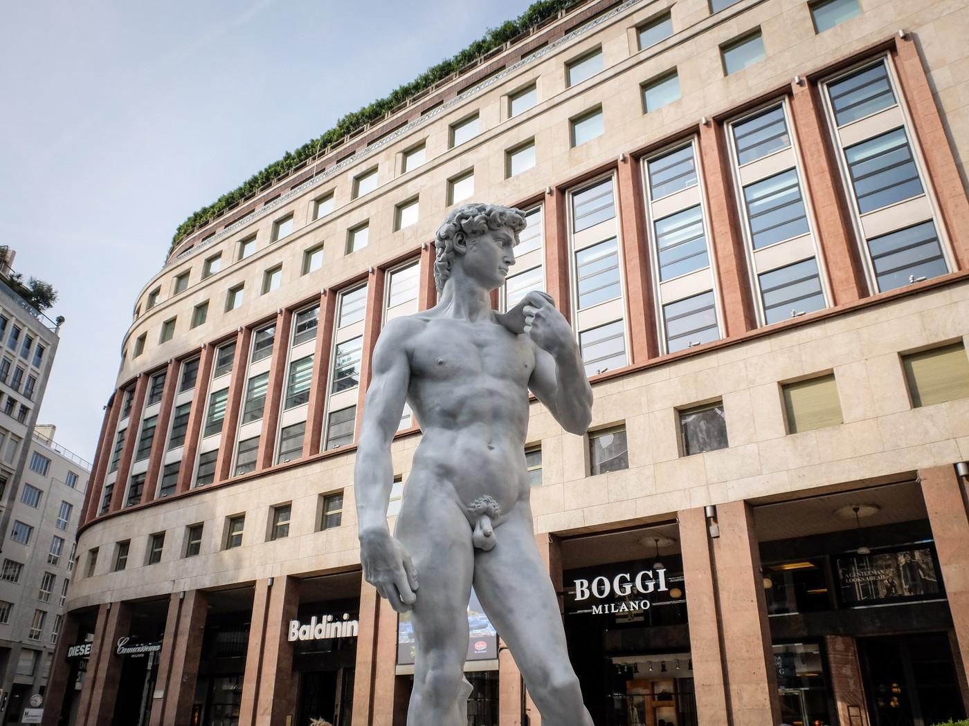 Il David di Michelangelo arriva a Milano: a sorpresa in piazza san Babila
