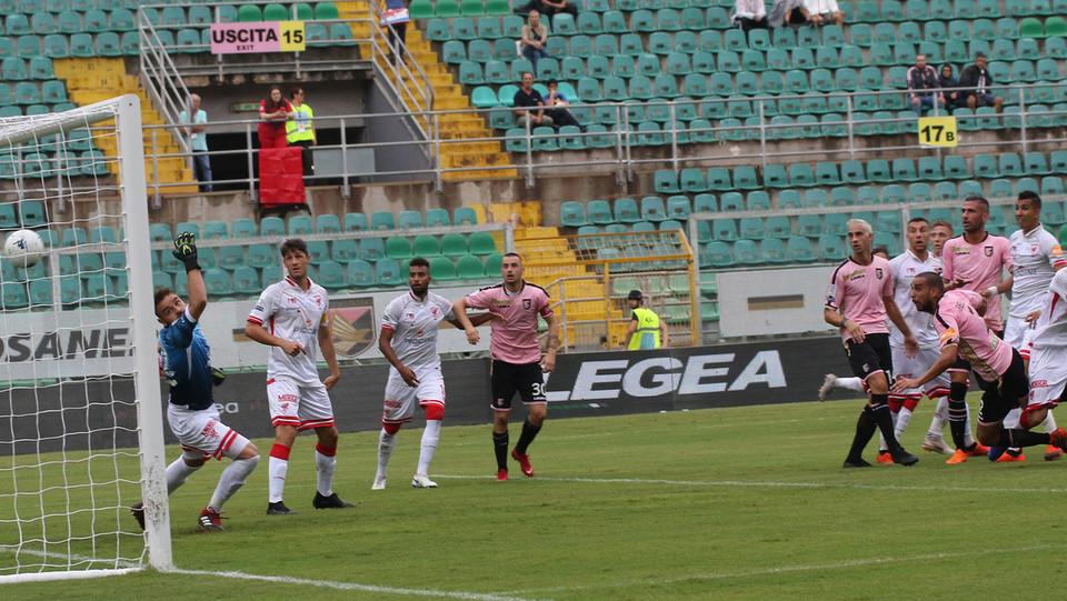 Serie B: Palermo-Perugia 4-1 - Al 14' Bellusci sblocca la partita e porta il Palermo in vantaggio ©