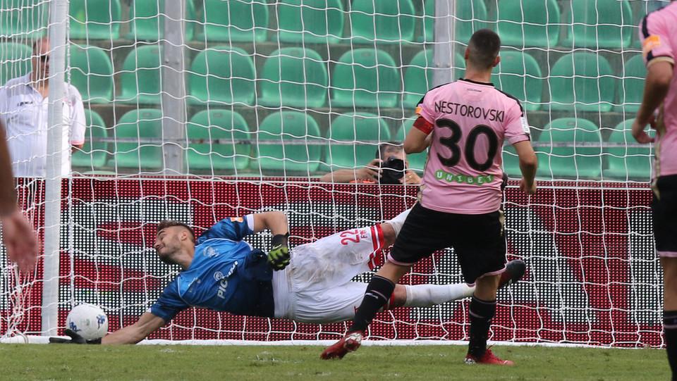 Serie B: Palermo-Perugia 4-1 - Il quarto gol del Palermo lo firma ancora Nestorovski ©