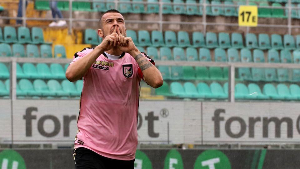 Serie B: Palermo-Perugia 4-1 - Dopo 4 minuti è ancora Palermo: Nestorovski firma il raddoppio ©