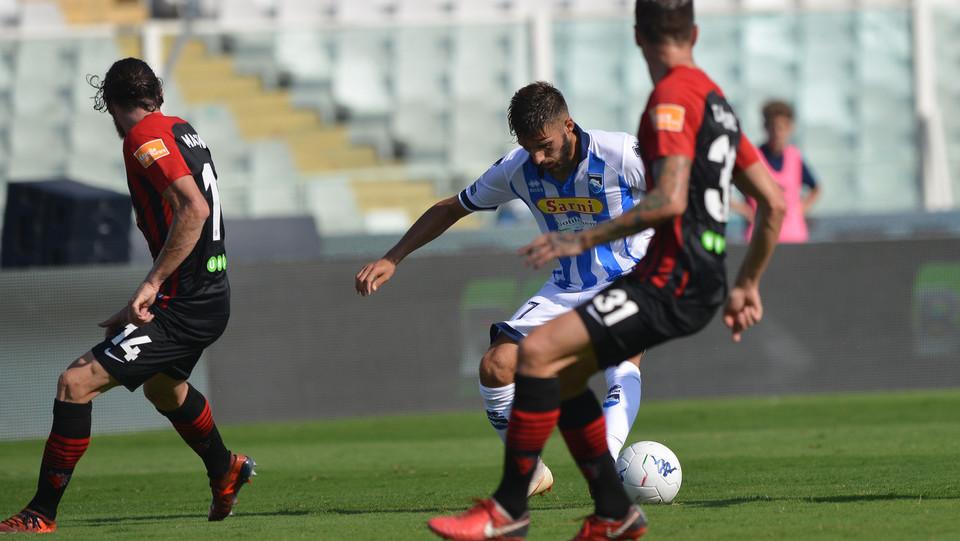 Serie B: Pescara-Foggia 1-0 - Azione di Mancuso (Pescara) ©