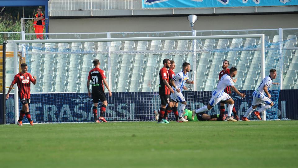 Serie B: Pescara-Foggia 1-0 - Gravillon sblocca il risultato, il suo gol porta il Pescara in vantaggio ©