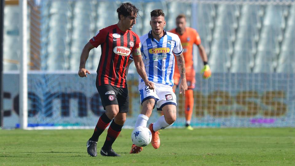 Serie B: Pescara-Foggia 1-0 - Agnellui (Foggia) e Perrotta (Pescara) ©