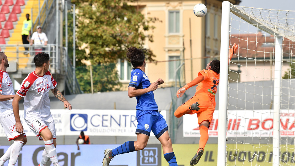 Serie B: Carpi-Brescia 1-1 - Il Brescia passa in vantaggio a causa dell'autorete di Frascatore (Carpi) ©