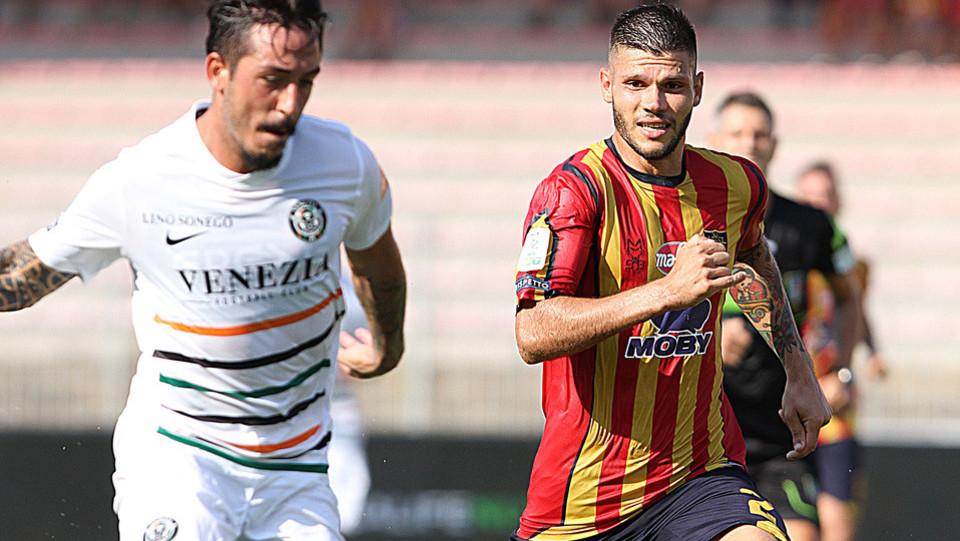 Serie B: Lecce-Venezia 2-1 - Calderoni (Lecce) e Di Mariano (Venezia) ©