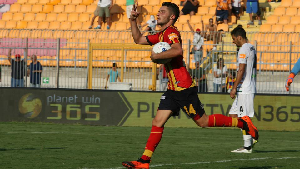 Serie B: Lecce-Venezia 2-1 - Palombi esulta per il secondo gol ©