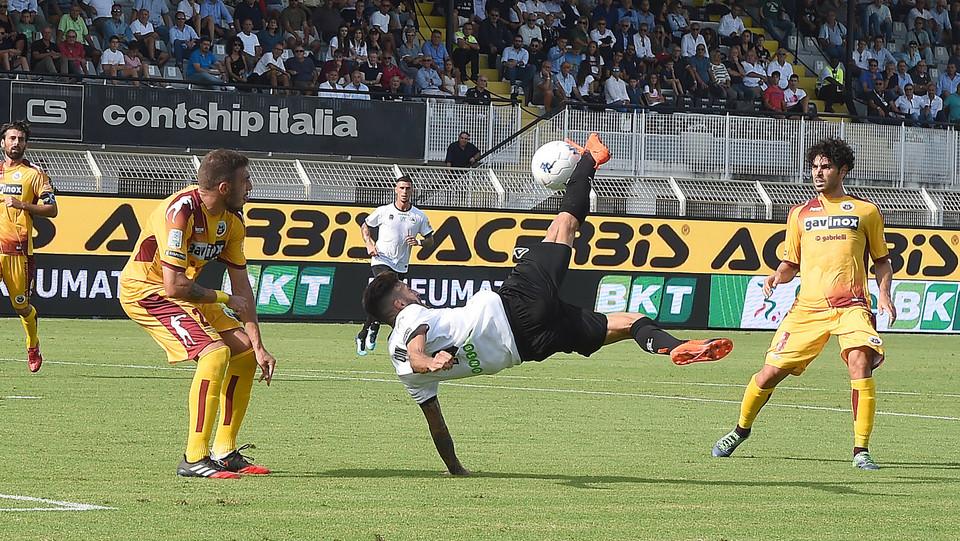 Serie B: Spezia-Cittadella 1-0 - Il gol di Crimi (Spezia) ©