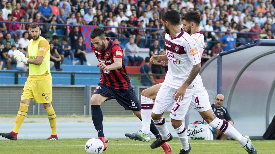 Serie B: Cosenza-Livorno 1-1 - Corsi (Cosenza) e Porcino (Livorno) ©