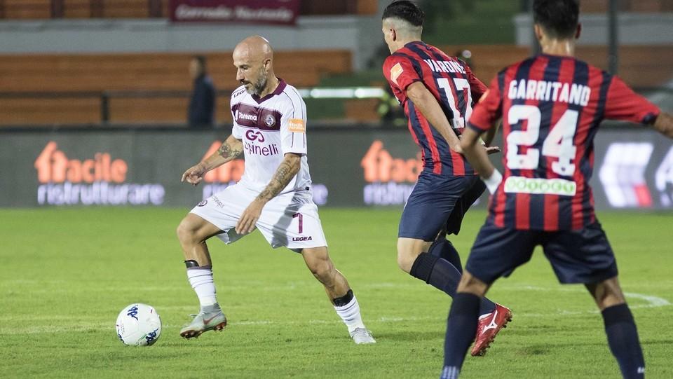 Serie B: Cosenza-Livorno 1-1 - Varone (Cosenza) e Valiani (Livorno) ©