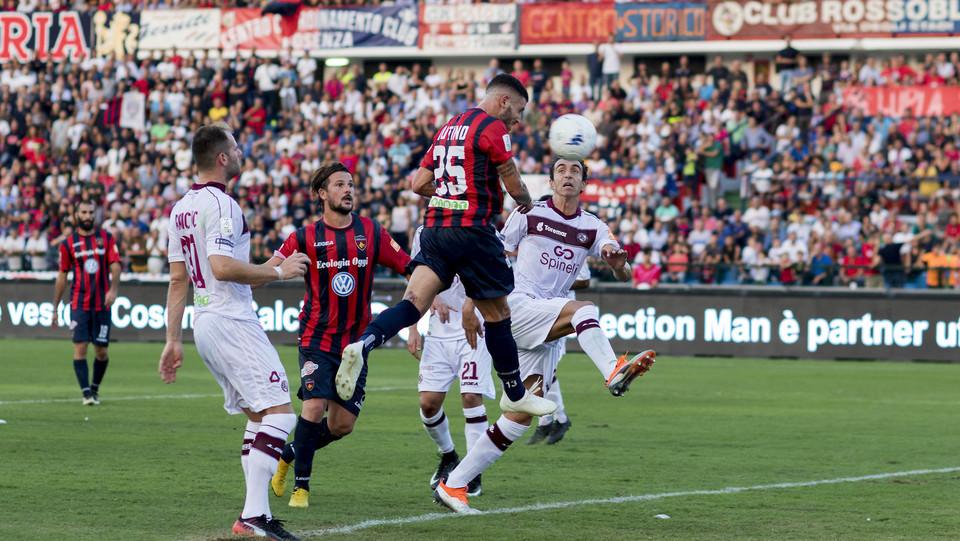 Serie B: Cosenza-Livorno 1-1 - il gol di Tutino per il Cosenza ©