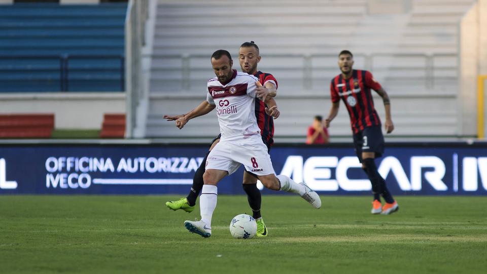 Serie B: Cosenza-Livorno 1-1 - Mungo (Cosenza) e Luci (Livorno) ©