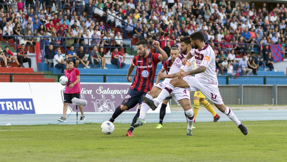 Serie B: Cosenza-Livorno 1-1 - Corsi (Cosenza) e Di Gennaro (Livorno) ©