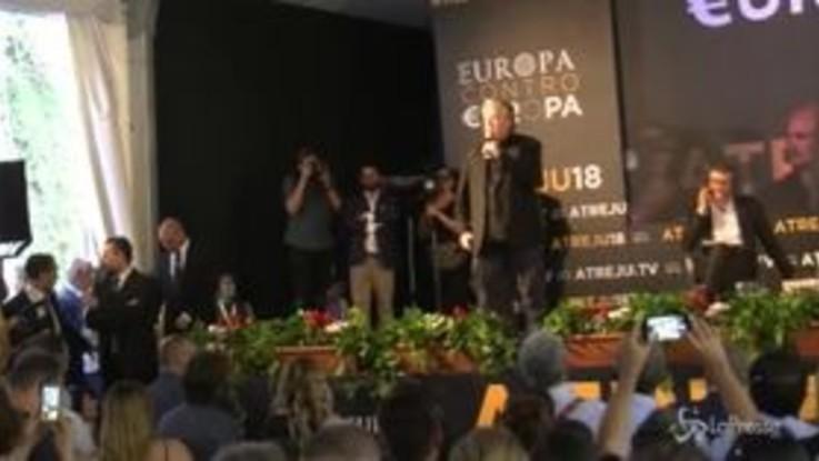 """Steve Bannon ad Atreju: """"La crisi finanziaria è colpa dell'élite di Davos"""""""