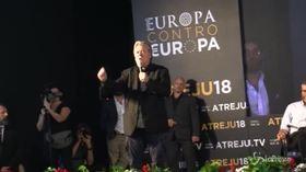 """Steve Bannon elogia Salvini e Meloni: """"Con loro qui in Italia la rivoluzione funziona"""""""