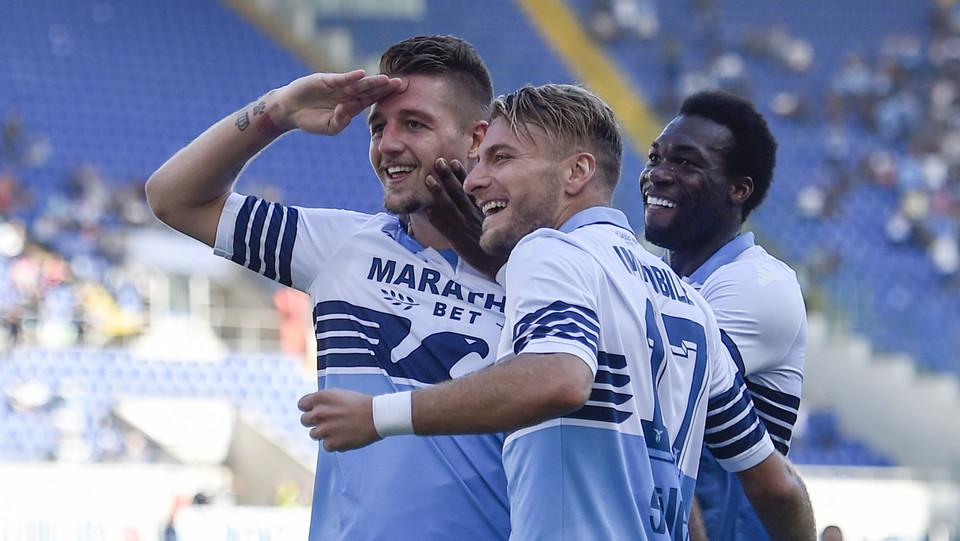 Immobile fa 4-1 ed esulta insieme a Milinkovic. La Lazio vola. ©