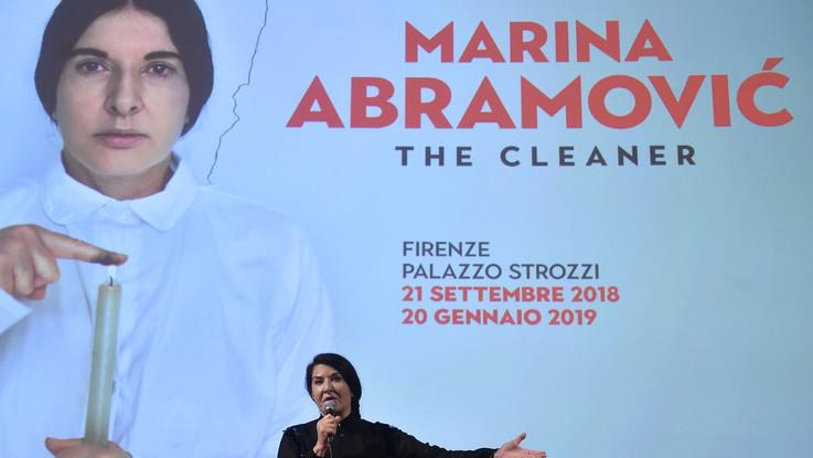 Firenze, aggredita Marina Abramovic: un uomo l'ha colpita in testa con una tela