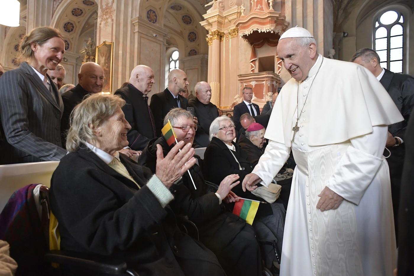 """Lituania, monito del Papa: """"Non seguire mai più i canti di sirena delle ideologie naziste"""""""