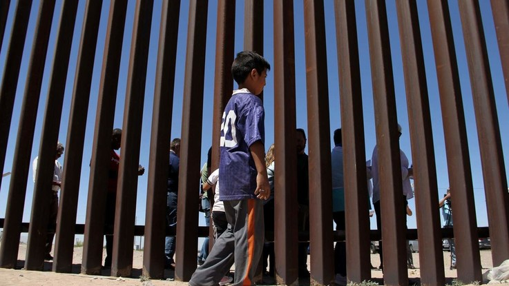 Usa, stretta su immigrazione: niente Green card a chi riceve aiuti