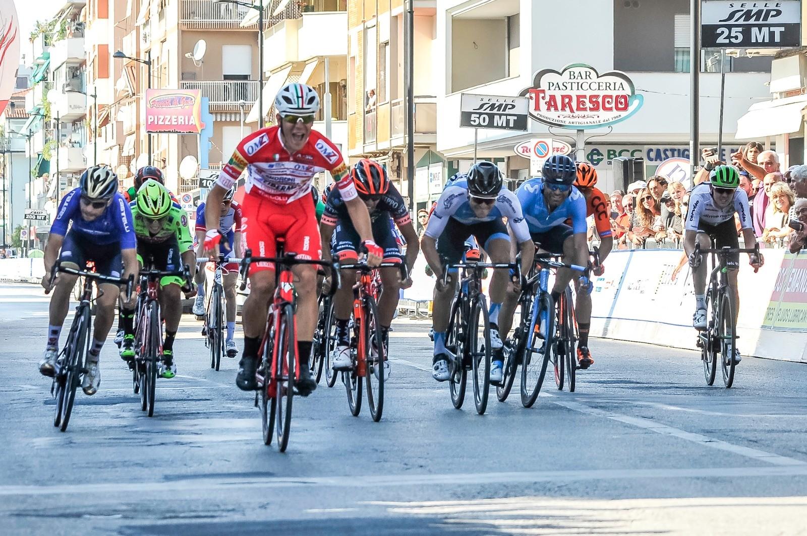 Ciclismo, Trofeo Matteotti: bis Ballerini allo sprint